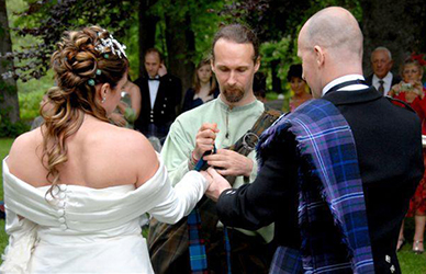 Tartan can be worn and used in many ways in a wedding